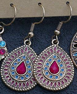 Handgjorda örhängen i etnisk antik stil droppformade silverpläterade