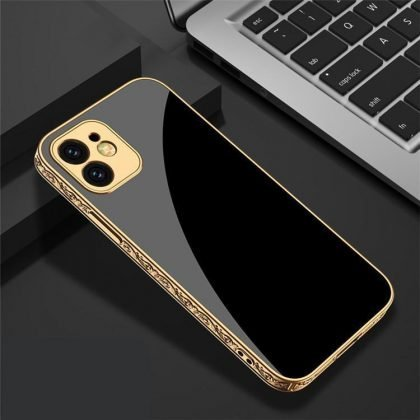 iPhone 12 Pro Max Lyxigt glas-skal guld barock elegant svart