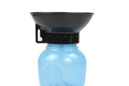 Vattenflaska för hund med inbyggd skål och krok